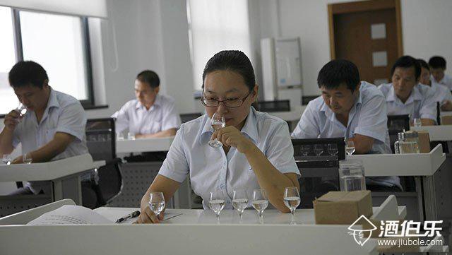 酒伯乐:酱香型白酒的品尝方法和步骤你真的会吗?
