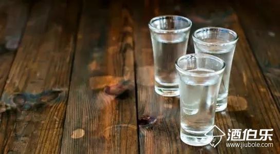 冬季喝酱香酒的3个原则与7个注意事项