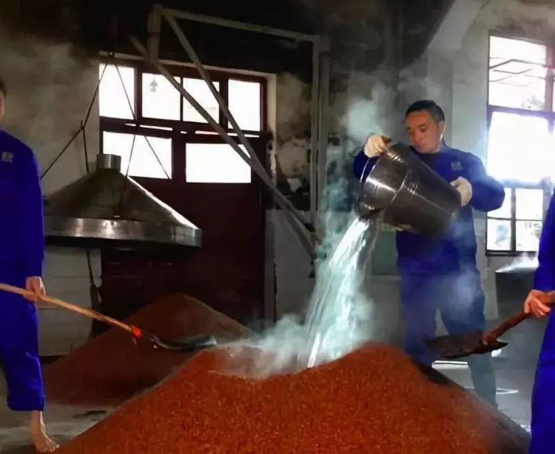 為什么說醬香型白酒釀造工藝是最復雜的蒸餾酒釀造工藝?